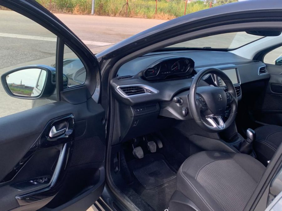 Peugeot 208 - 1.2 PureStyle 5